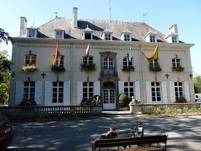Photo: Le château du Héron (1911) abrite aujourd'hui la mairie