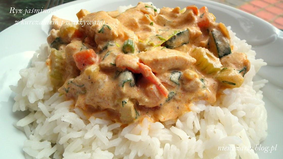 ryż jaśminowy z kurczakiem i warzywami w sosie śmietanowym