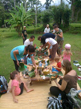 Photo: Picnicking, Indonesian style