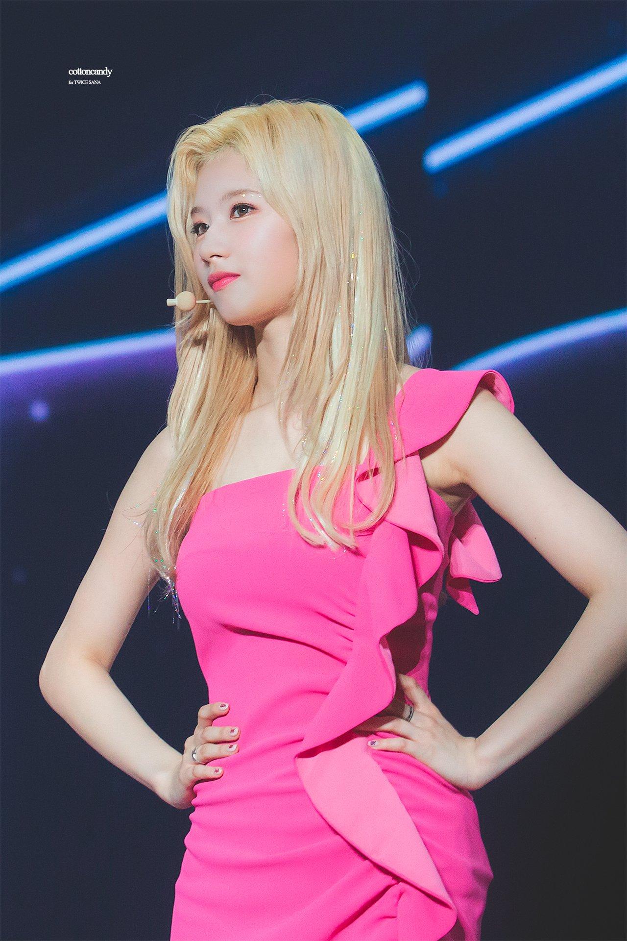 pink sana 1