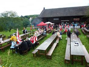 Photo: Langsam kommen die Besucher und Musikanten