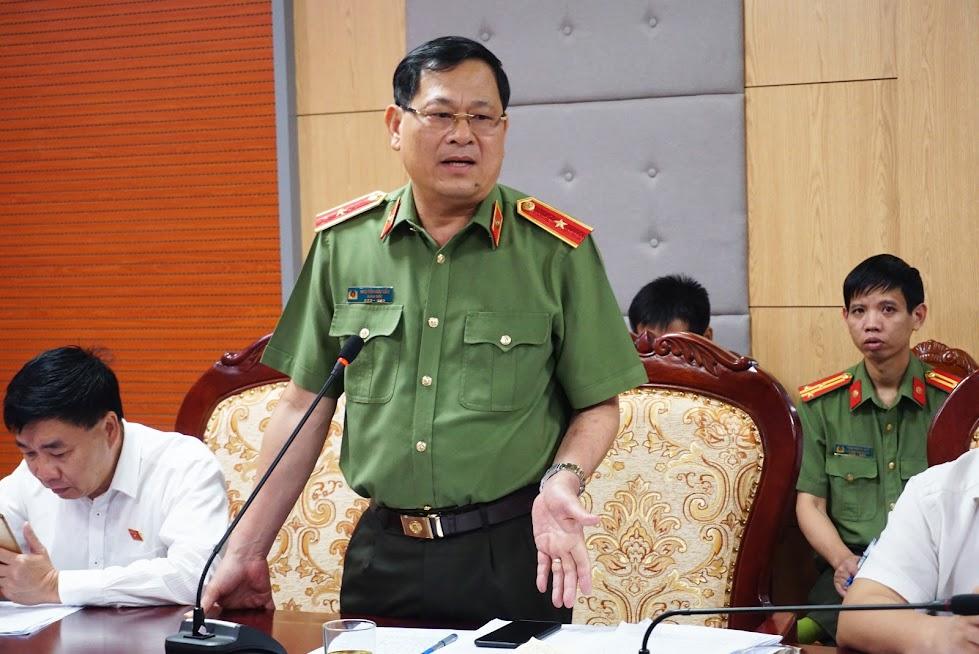 Thiếu tướng Nguyễn Hữu Cầu phát biểu tại phiên thảo luận