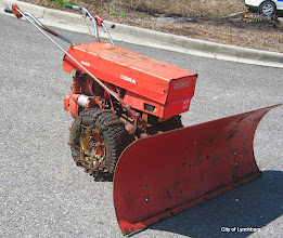 Photo: Lot 33 - (5031-1/1) - 1987 Gravely Walk Behind Snow Plow w/ Blade - 2,383 hours