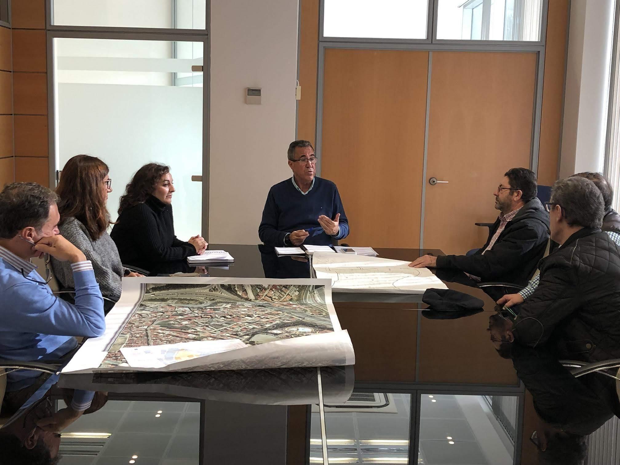 El Ayuntamiento informa a los vecinos de La Capelina sobre el estado del proceso para la legalización de sus viviendas