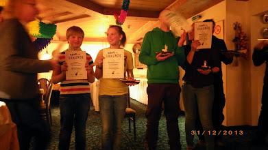 Photo: Siegerehrung, Gesche verteilt die Preise