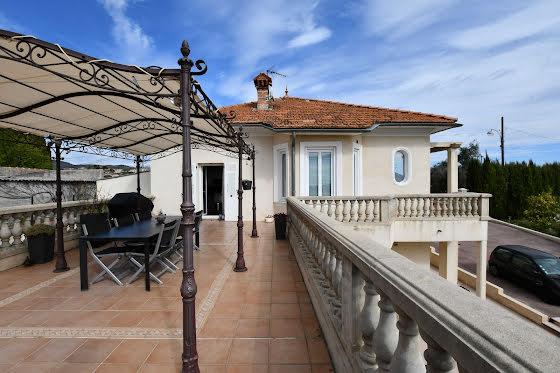 Vente villa 8 pièces 212,64 m2