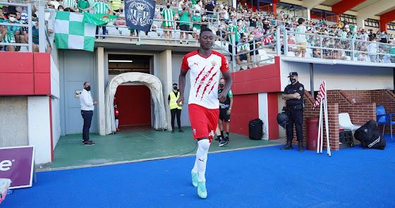 2-1: El Almería se gusta ante el Betis con un Sadiq que salió a hombros