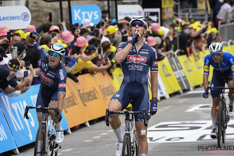 """Sprintersduo van Alpecin-Fenix geanalyseerd: """"Merlier intrinsiek sneller dan Van Aert, Philipsen met Sagan-manieren"""""""