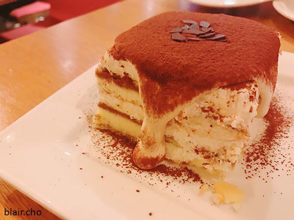 Campus Cafe‧瀑布提拉米蘇,軟殼蟹三明治&木盆沙拉in台北車站