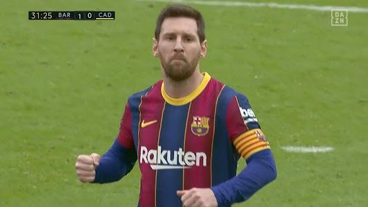 Lionel Messi Gagal Samai Rekor Cristiano Ronaldo Usai Tak Becus Cetak Gol Penalti - Bolasport.com