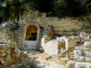 Photo: Butrint - Roman Villa with well in the back