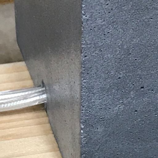 détail fabrication lampe cube béton fait-main