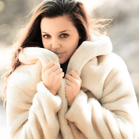 Autumn fur by Riaan Swanepoel - People Portraits of Women ( autumn, fur )