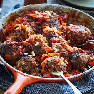Middle Eastern meatballs in tomato sauce.