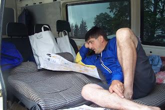 Photo: А Миша Гутак просто косит - с понтом он как будто думает. Но бежать не собирается однако...