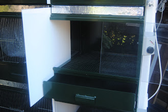 Photo: An other view from the first nursery box with sliding plastic white plate between two separate sections.