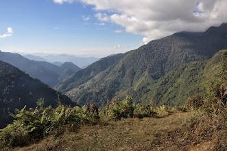 Photo: Au-dessus du camp de l'Omje khola