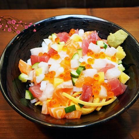撫慰人心的居酒屋,氣氛超讚!覺得自己身在日本吃著道地的料理,而且價格合理! 會讓我想一去再去❤️
