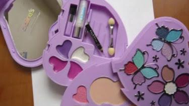 Kit de maquillaje retirado.
