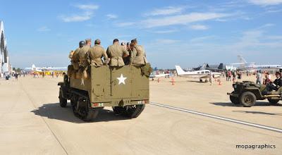 Photo: de partout y en avait, des militaires d'époque ....