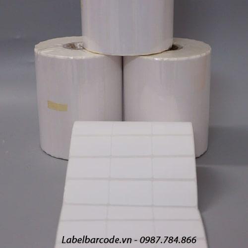 Decal 35x22mm x 3 tem x 50m x 3 tem 1 hàng chất liệu decal giấy xé rách