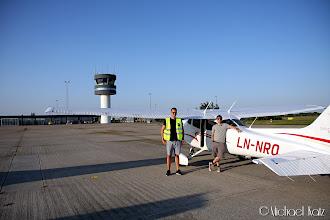 Photo: Anders, Michael og LN-NRO på Roskilde Lufthavn.