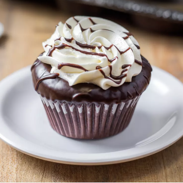 Flourless molten chocolate cupcake - chocolate cake filled with duche de leche ganache and topped with french buttercream frosting and chocolate drizzle.