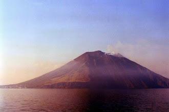 Photo: Volcan Stromboli près de Lipari en Italie