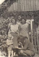 Photo: Vitas Piktuižis, Janina, Magdalena Burbienė (mama), Stanislava Ašokieniėnė, Ašokėnas Kęstutis (Janinos Burbaitės archyvas)