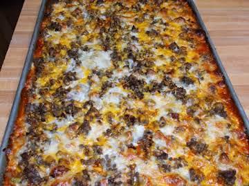 BACON CHEESEBURGER SHEET PAN PIZZA