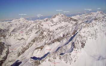Photo: Vision aérienne annotée sur les crêtes à l'ouest du pic de Crabounouse.