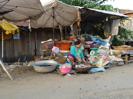 郊外のマーケット