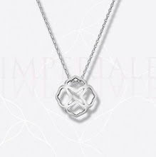 Photo: IMPERIALE pendant in white gold