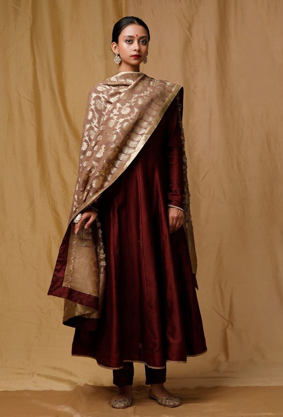 durga-puja-outfit-ideas_ethnic