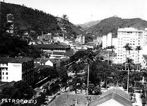 Photo: Vista aérea da Rua do Imperador antes da inauguração do Obelisco. Foto da década de 1940