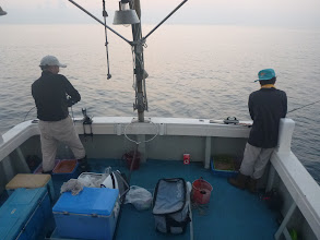 Photo: 夜通し釣り続けて朝。
