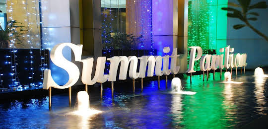 Summit Pavilion Hotel