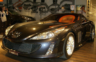 Photo: Nice car inside a Paris car dealer