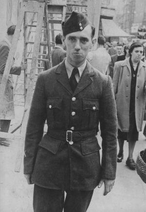 El mecánico de la RAF, Ronald Maddison, murió en 1953 tras ser expuesto al gas sarín. Su caso no se reabrió hasta 2004.