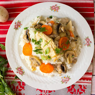 Rice with chicken and mushrooms – Romanian pilaf.