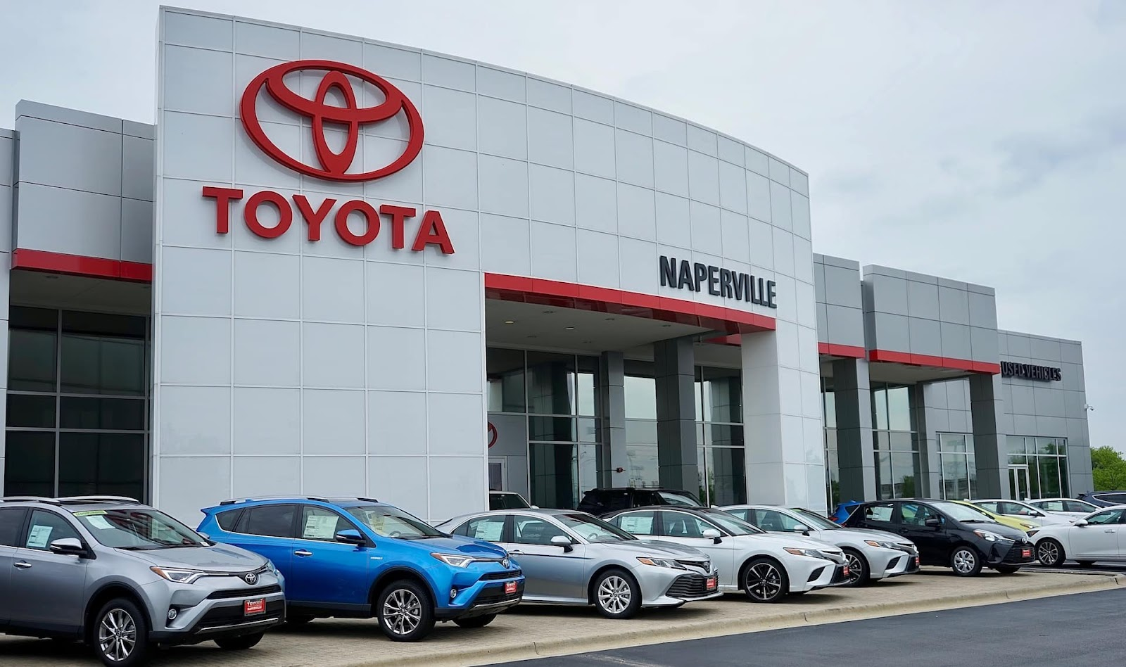 Photo of Toyota of Naperville showroom
