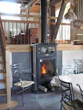 Photo: Appartement 1 - Le poêle Godin avec compartiment four (bois fourni)