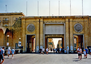 Photo: 1996-07-07. Toegang Valletta | Valletta entrance.  www.loki-travels.eu