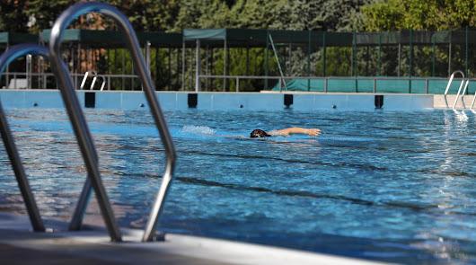Estas son las cinco enfermedades más frecuentes que puedes coger en la piscina