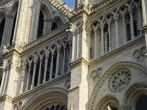Photo: The delicate columns high on the main facade were each cut from a single piece of stone. It has been calculated that the removal of even one would result in a major collapse – another mystery of the skills of the 14th century builders.