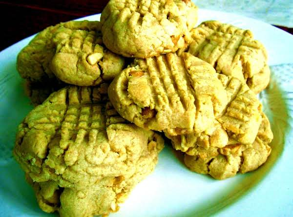 Thick, Nutty Peanut Butter Cookies Everyone Will Like.