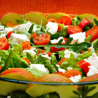 Lettuce and Arugula Salad with Cottage Cheese.