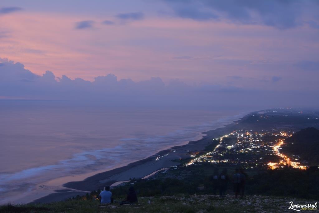 Senja Bukit Paralayang Parangtriris