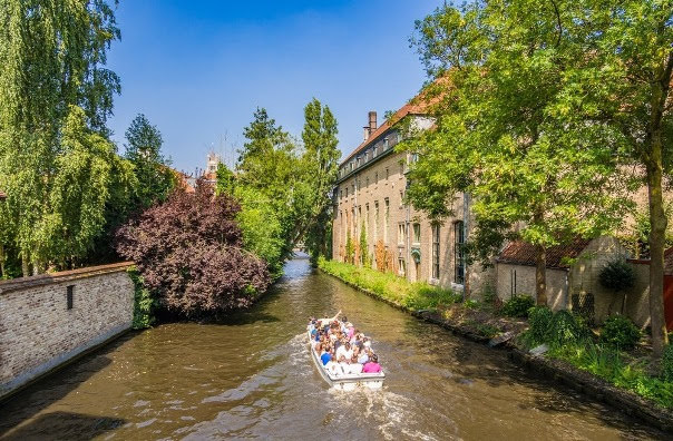 Passeio de Barco pelos Canais de Brugges