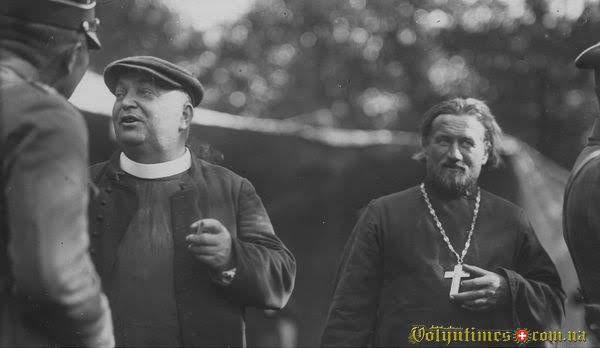 Католицький та православні священники на маневрах війська на Волині серпень 1925 р.